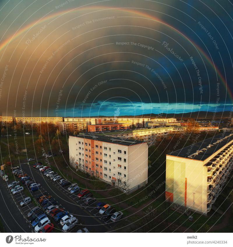 Spannweite Regenbogen Wetterumschwung Idylle Lichterscheinung Dämmerung Farbfoto Abend Sonnenlicht Außenaufnahme Vogelperspektive dramatisch Wolkenhimmel