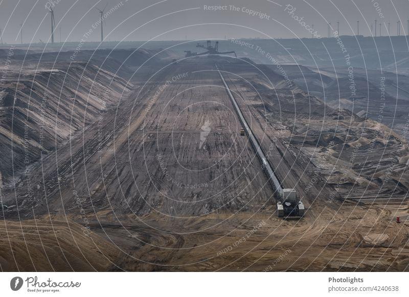 Tagebau Garzweiler tagebau Braunkohlentagebau Energiewirtschaft Außenaufnahme Farbfoto Kohlekraftwerk Umwelt Umweltverschmutzung Zerstörung