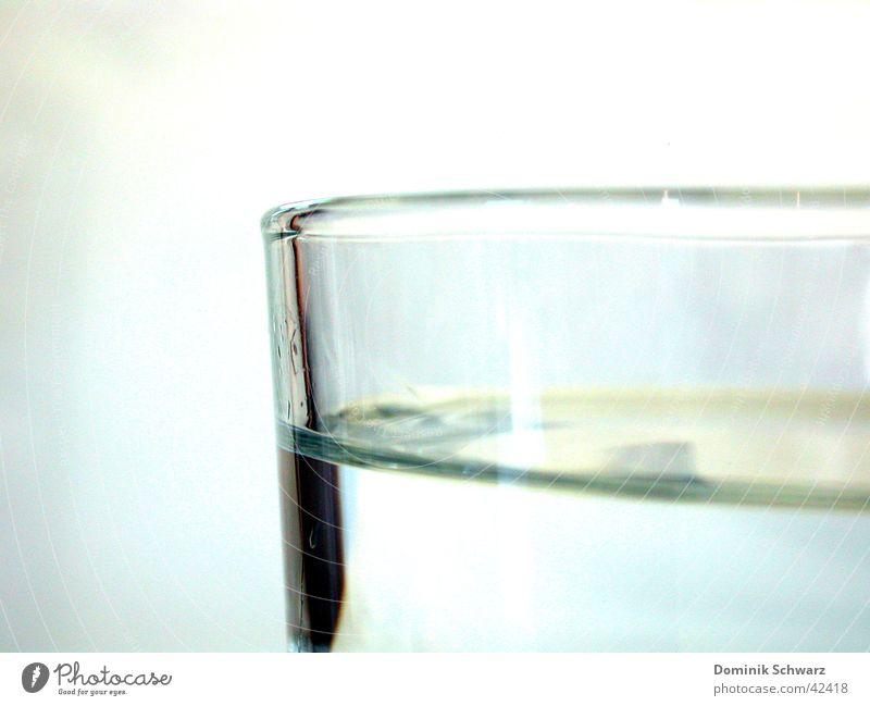 o.T. Reflexion & Spiegelung nass feucht Getränk kalt Dinge Wasser Glas Schatten Flüssigkeit Durst