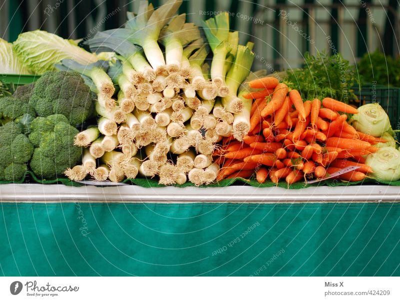 Wochenmarkt Gesundheit Lebensmittel frisch Ernährung kaufen Gemüse Ernte lecker Bioprodukte saftig Diät verkaufen Buden u. Stände Salat Salatbeilage