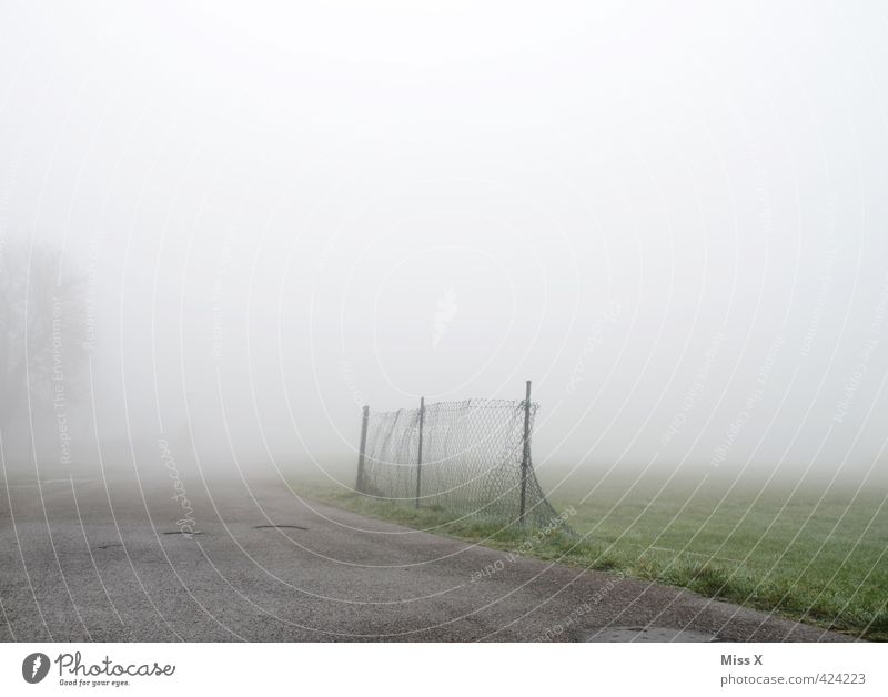 Herbstwetter Wolken Winter Wetter schlechtes Wetter Unwetter Nebel Regen kalt nass Stimmung Endzeitstimmung herbstlich Nebelschleier Nebelstimmung Zaun