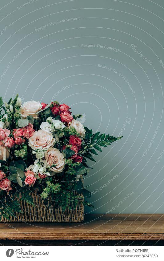 Blumenarrangement für die Hochzeit Blumenstrauß Blumenhändler Wand Tisch geblümt Dekoration & Verzierung schön Natur romantisch Frühling Innenbereich Weide Korb