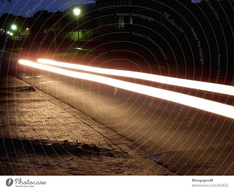 Speed Nacht Langzeitbelichtung Geschwindigkeit Licht Lichtstreifen PKW Straße