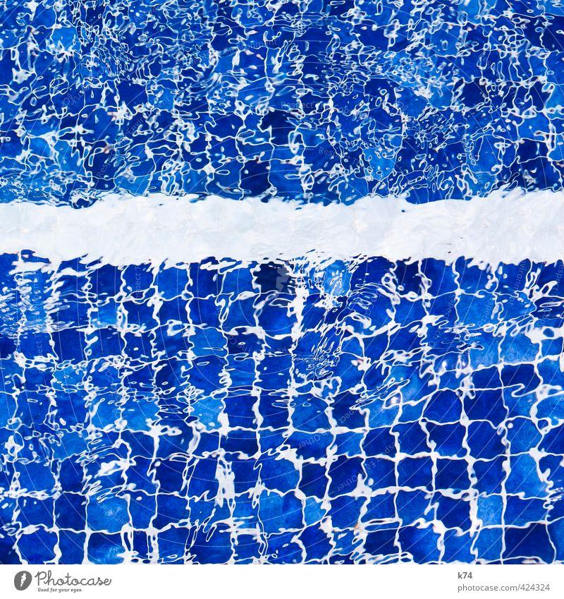 pool sessions Erholung Schwimmen & Baden Sommer Schwimmbad Wasser Flüssigkeit frisch kalt nass blau weiß Fliesen u. Kacheln Quadrat Farbfoto Außenaufnahme