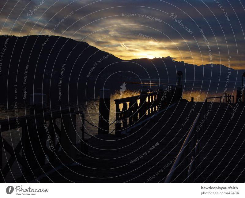 Eternal sunshine See Sonnenuntergang Wolken Licht dunkel Steg Berge u. Gebirge Lichtstrahl Wasser Brücke