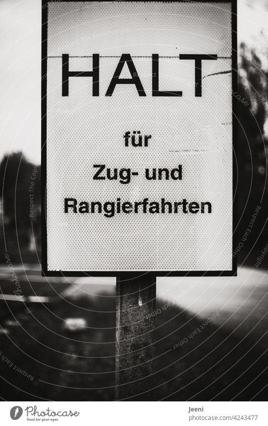 Empfehlung | HALT für Zug- und Rangierfahrten Schild Schilder & Markierungen Halt halten anhalten Hinweisschild Schriftzeichen Warnhinweis Verbotsschild Zeichen