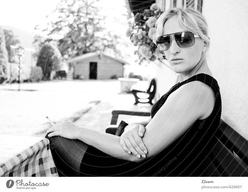 DIVA Lifestyle elegant Stil feminin Junge Frau Jugendliche 1 Mensch 18-30 Jahre Erwachsene Natur Landschaft Sonne Sommer Schönes Wetter Mode Kleid Piercing