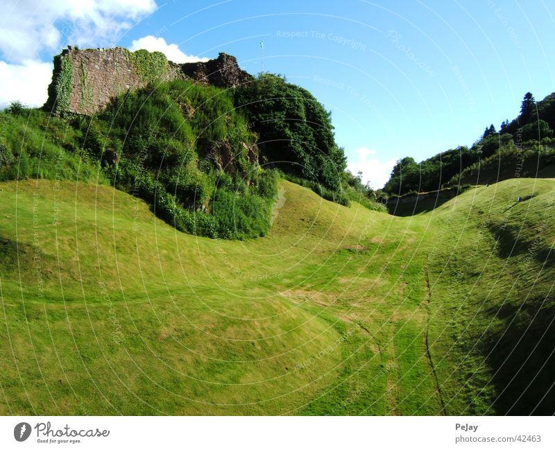 Burgruine grün Gras Berge u. Gebirge Mauer Hügel Ruine