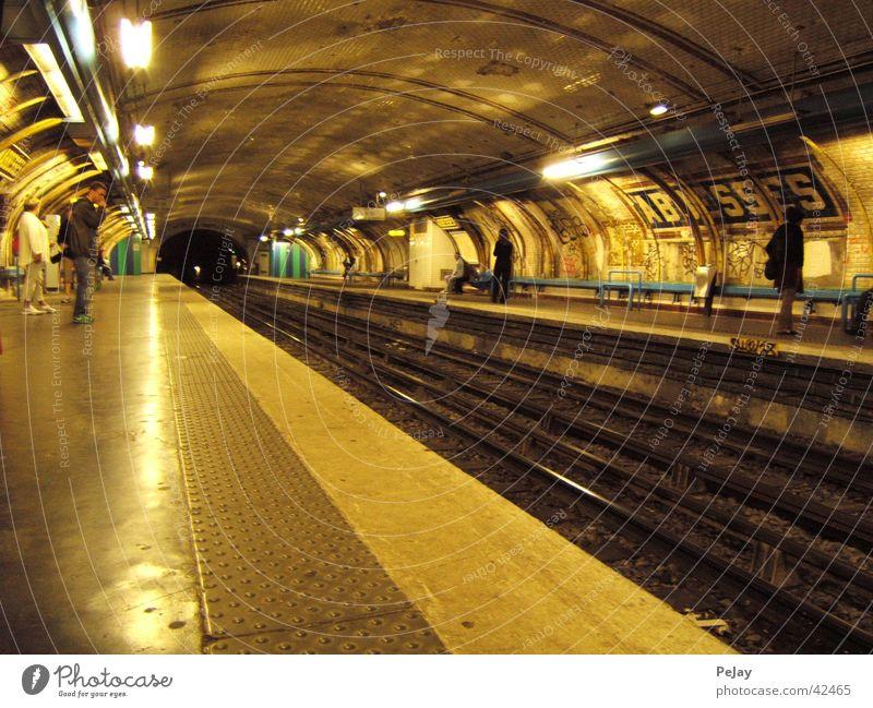 tunnelwelten Tunnel U-Bahn Gleise Untergrund Verkehr Eisenbahn künstliches Licht