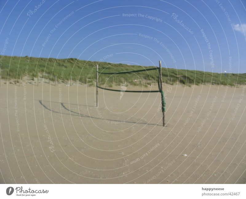 wanna play? Strand Volleyball blau Ferien & Urlaub & Reisen Menschenleer Spielfeld Sport Ball Sand Himmel Sonne