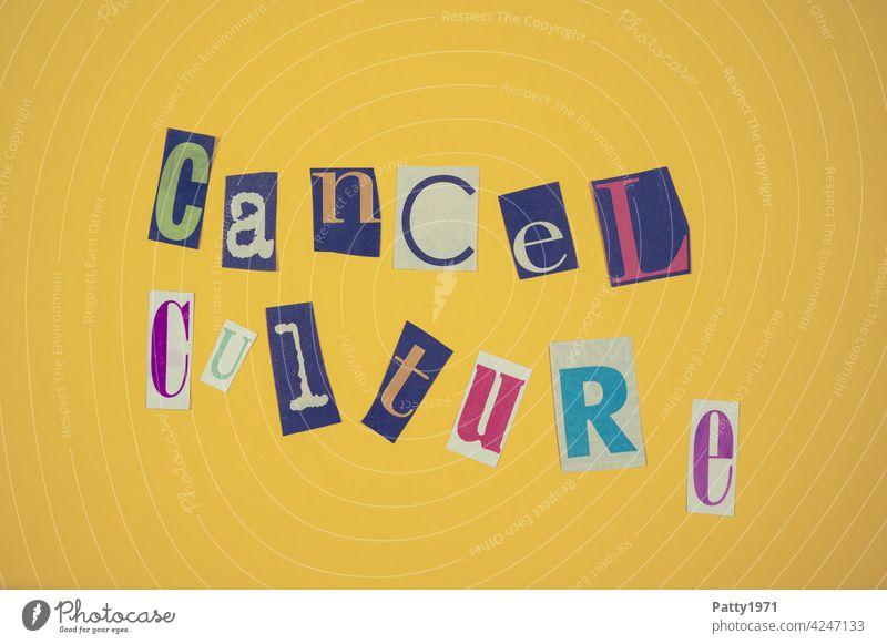 Ausgeschnittene Zeitungsbuchstaben bilden das Wort Cancel Culture zeitungsbuchstaben Zensur political correctness Gruppenzwang Meinungsfreiheit Demokratie