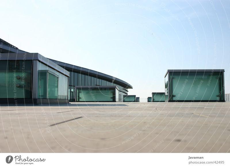 Kongress 03 Dresden Architektur modern Kongressgebäude Moderne Architektur Glasscheibe Textfreiraum oben Vor hellem Hintergrund Menschenleer Textfreiraum unten