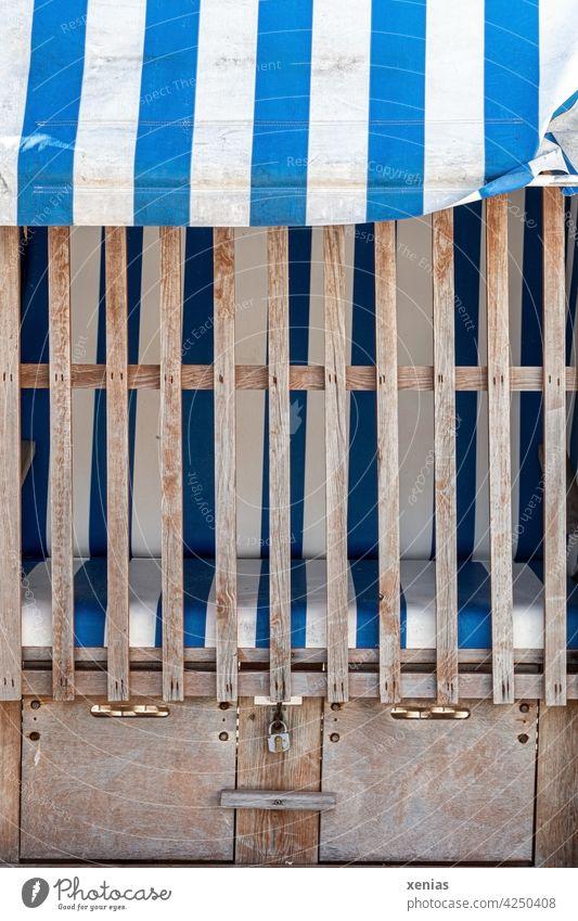 Geschlossener Strandkorb, gestreift in Blau und Weiß Urlaub Ferien & Urlaub & Reisen geschlossen Meer Sand Sommer Küste Erholung blau weiß abgesachlossen