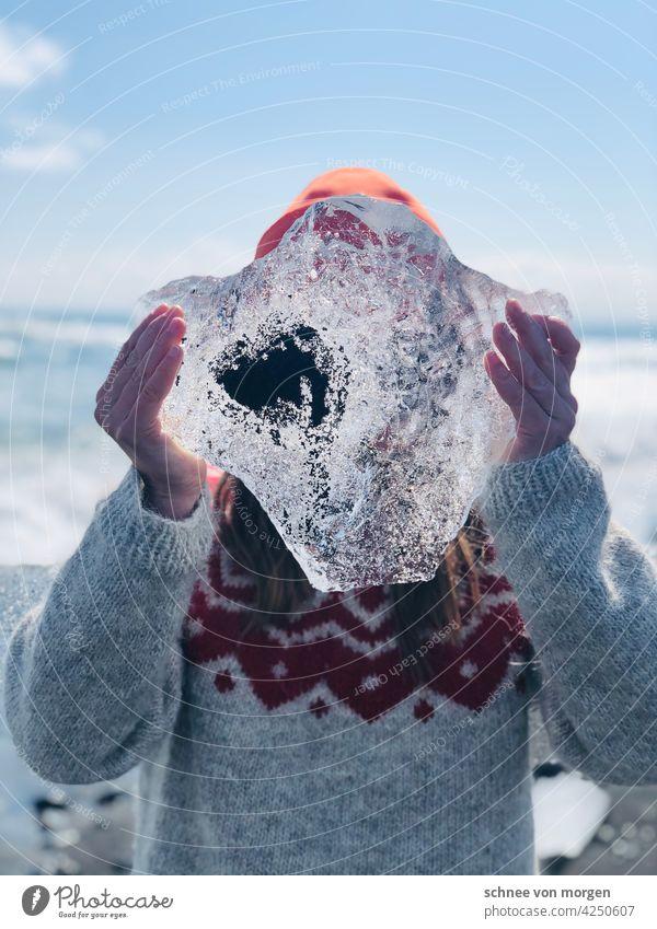 Island Eisbrocken in der Hand Klimawandel Wasser Natur Meer Sonne Pullover Style Landschaft Farbfoto Umwelt Gletscher Menschenleer Jökulsárlón Urelemente