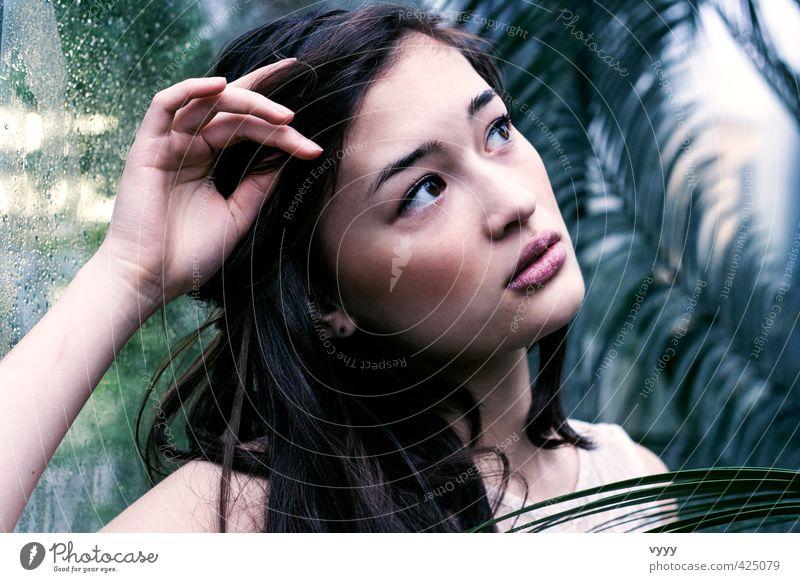 Lost in thoughts feminin Junge Frau Jugendliche 1 Mensch 18-30 Jahre Erwachsene Gefühle Stimmung Sehnsucht träumen unschuldig Irritation Wunsch Farbfoto
