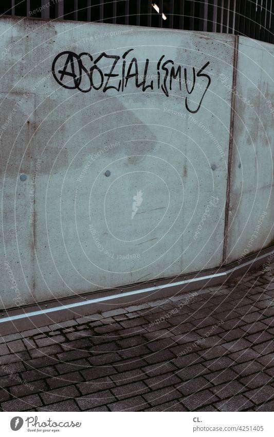 asozialismus Sozialismus Anarchie Politik & Staat Gesellschaft (Soziologie) Zeichen Typographie Schriftzeichen Wort grau Wand gesellschaft Ideologie politisch