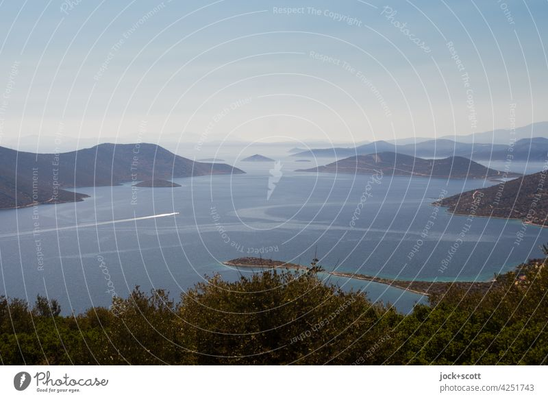 erfreulicher Ausblick auf die Weiten des Meeres Landschaft Horizont Ferne Küste Gedeckte Farben Silhouette Ägäis Bucht Dämmerung Panorama (Aussicht) Nebel