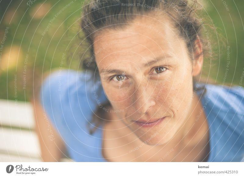 Menschlein Frau Jugendliche blau Erholung ruhig 18-30 Jahre Gesicht Erwachsene Leben Gefühle feminin Kopf Freizeit & Hobby Zufriedenheit Lifestyle