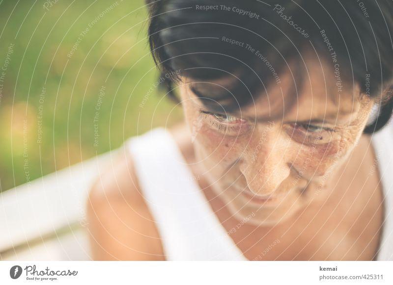 Stiller Besuch Mensch Frau schön weiß ruhig schwarz Erwachsene Auge Leben feminin Senior hell nachdenklich Zufriedenheit Lifestyle 60 und älter