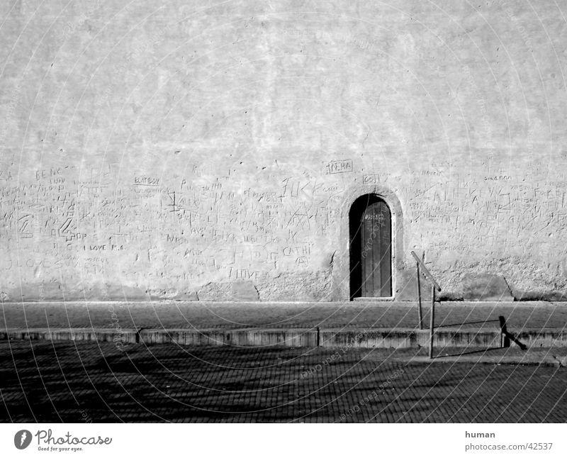 Kirchentür Mauer Religion & Glaube Architektur Tür Schriftzeichen Geländer