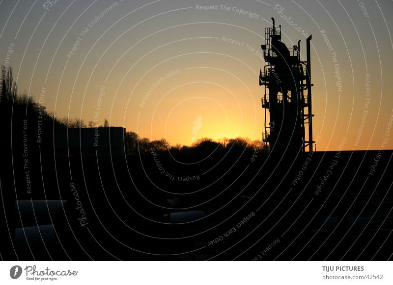 "Industrie Kultur ""Turm"" alt Sonne Metall Industrie Turm Kultur Stahl Rost Abendsonne Industriekultur Förderturm"