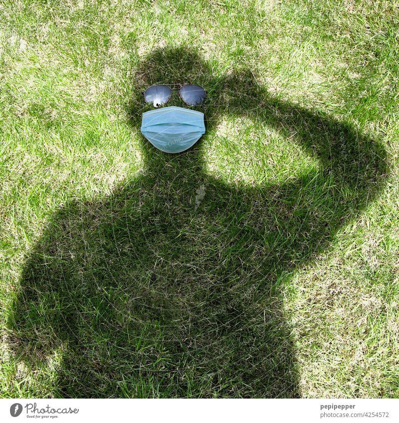 Schattendasein Schattenspiel Schattenseite Schattenmann Silhouette Mensch Außenaufnahme Kontrast Mann Erwachsene Schattenkind maskulin Licht Sonnenlicht