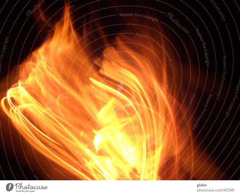Flammentanz Langzeitbelichtung rot Glut Romantik Brand orange Feuerstelle