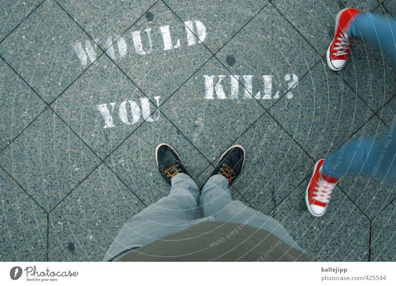 why? Mensch maskulin Körper Beine Fuß 2 Schuhe Turnschuh Zeichen Schriftzeichen Graffiti gehen Fragen töten Meinung Meinungsaustausch Umfrage Fußgänger