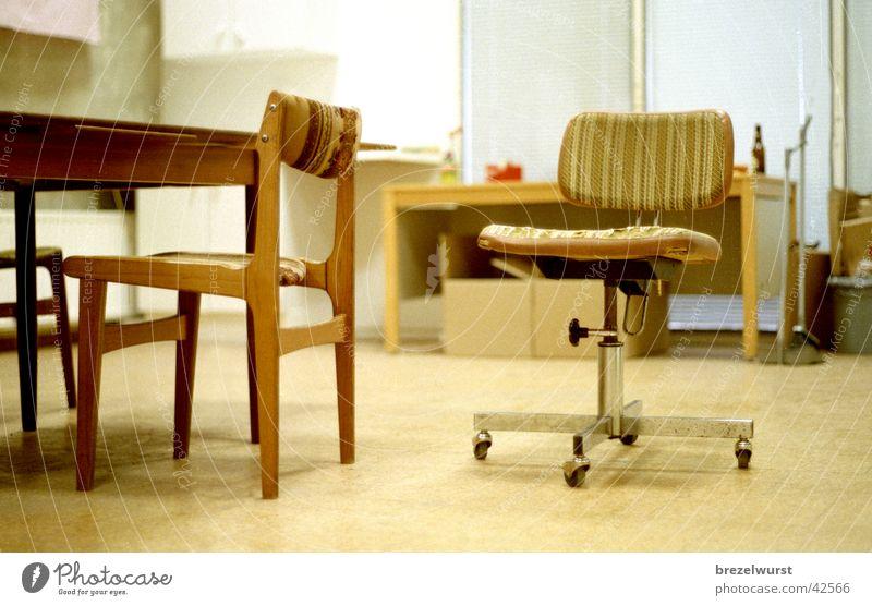 Büro Tristesse alt Einsamkeit Raum leer retro Stuhl Langeweile Sessel Rolle Sechziger Jahre