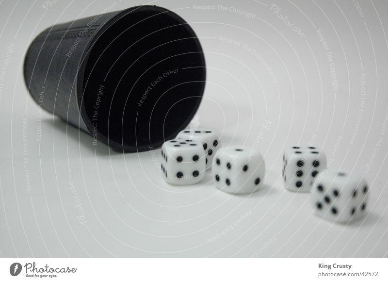 Würfelbecher Spielen Kniffel Ergebnis Fototechnik Glück Beschluss u. Urteil Full House Bewegung fallen Resultat