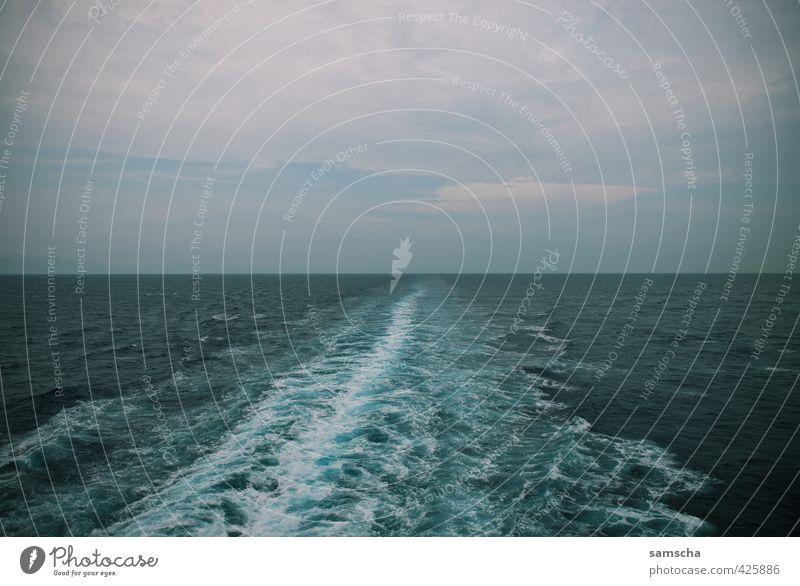 Schifffahrt Ferien & Urlaub & Reisen Tourismus Ausflug Abenteuer Ferne Freiheit Kreuzfahrt Umwelt Natur Wasser Himmel Wolken Horizont Wellen Meer