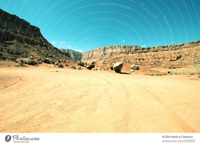 trocken & heiß Himmel Natur Sommer Landschaft Ferne gelb Umwelt Wärme Sand Felsen Wetter Schönes Wetter Urelemente Wolkenloser Himmel Schlucht