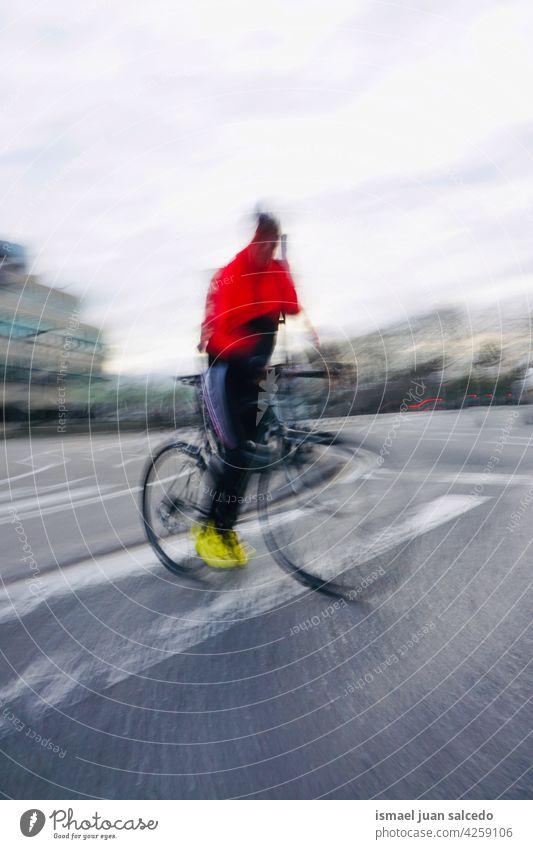 Radfahrer auf der Straße in Bilbao Stadt Spanien Biker Fahrrad Transport Verkehr Sport Fahrradfahren Radfahren Übung Lifestyle Mitfahrgelegenheit