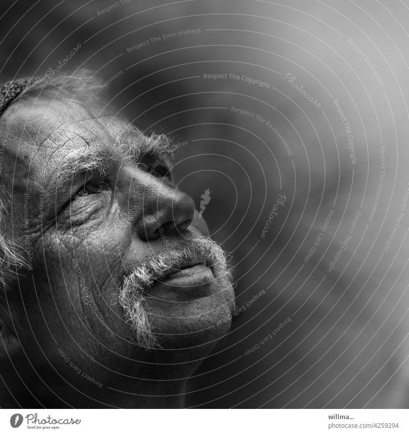 Zuversicht Mann Gesicht Männergesicht Porträt Glaube Hoffnung Erwartung Religion & Glaube nachdenken Bart weißhaarig erinnern Einsamkeit Sinn des Lebens