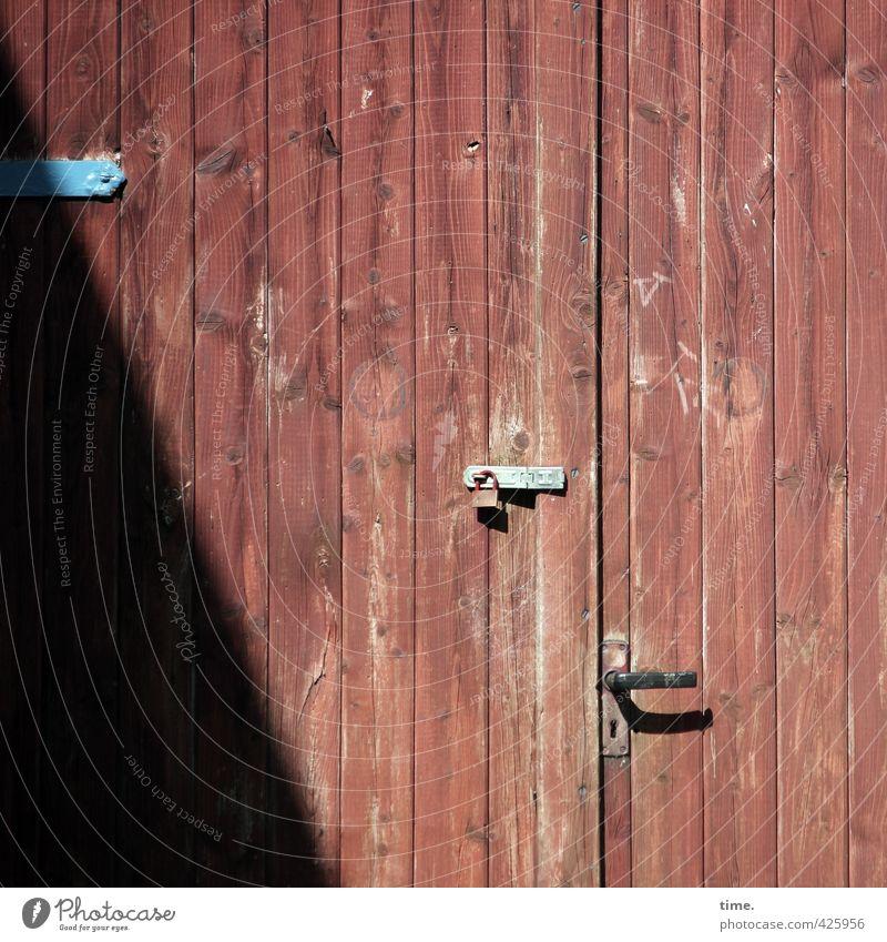 Ideenschmiede (Feierabendmodus) Laboe Tür Griff Schloss Scharnier Türflügel Holz Linie Streifen alt authentisch eckig fest trist trocken geheimnisvoll