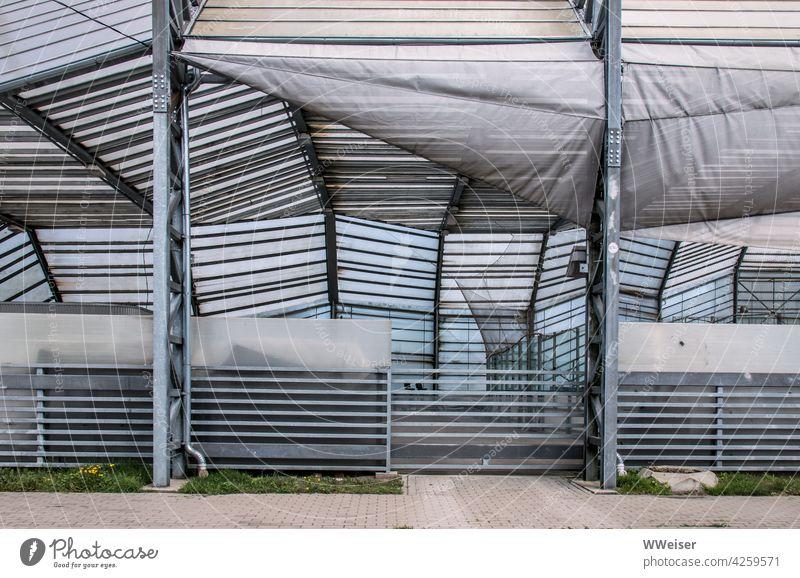 Der Blick in die Trainingshalle bietet eine Vielzahl von Linien Bauwerk Geometrie Sporthalle draußen Sommerhalle Eiskunstlaufen Hockey Fußball Volleyball