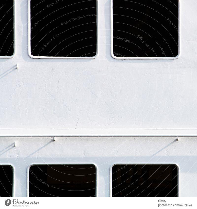 Lochblech XXL metall luft dunkel fähre linie auslassung an bord maritim stahl sonnig gang Passagierdampfer