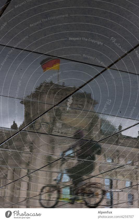 Lebensbrüche   bewegte Geschichte Reichstag Berlin Hauptstadt Architektur Spiegelung Reflexion & Spiegelung Berlin-Mitte Stadtzentrum Wahrzeichen bundestag