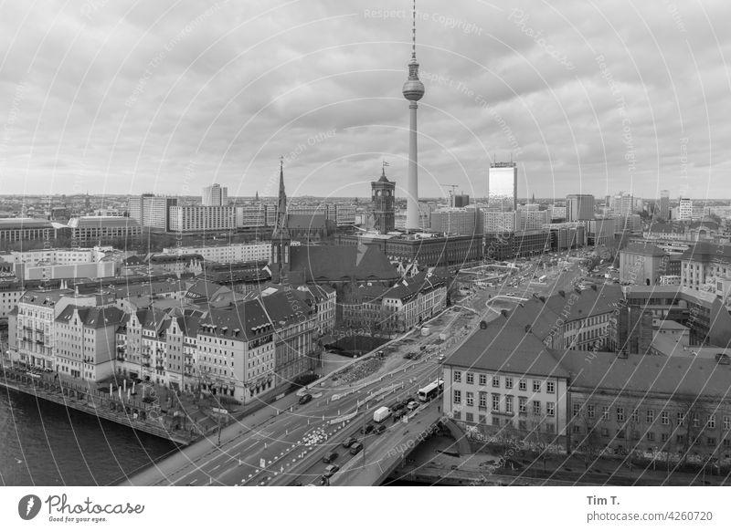 Berlin Mitte von oben mit Fernsehturm Berlin-Mitte Berliner Fernsehturm Wahrzeichen Rathaus Rotes Rathaus Stadtzentrum Hauptstadt Architektur Sehenswürdigkeit