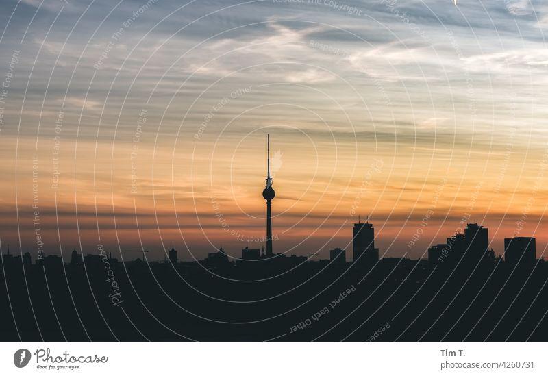 Skyline Berlin Fernsehturm Berliner Fernsehturm Turm Stadtzentrum Berlin-Mitte Sehenswürdigkeit Wahrzeichen Hauptstadt Architektur Himmel Bauwerk Außenaufnahme