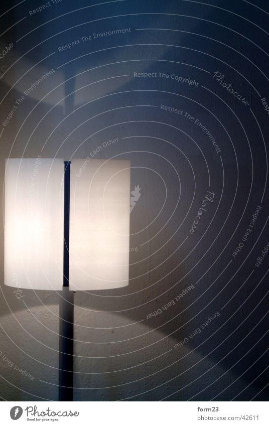 leuchte Lampe Licht Linie weiß Häusliches Leben Ordnung Strukturen & Formen