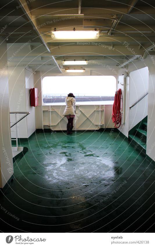 Zimmer mit Aussicht Mensch Frau Himmel Jugendliche Ferien & Urlaub & Reisen grün Wasser weiß Meer Einsamkeit Mädchen Junge Frau Ferne Erwachsene kalt