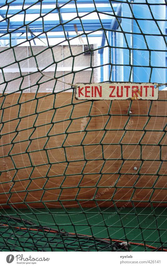 Wir müssen mal wieder draussen bleiben Ballsport Mauer Wand Fassade Verkehr Schifffahrt Passagierschiff Fähre Wasserfahrzeug Hafen Netz Holz Metall