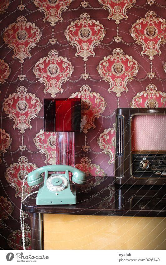 Wohlfühlecke alt Stadt Innenarchitektur Stil Lampe Wohnung elegant Lifestyle Häusliches Leben Design Dekoration & Verzierung Telekommunikation Technik & Technologie retro Kitsch historisch