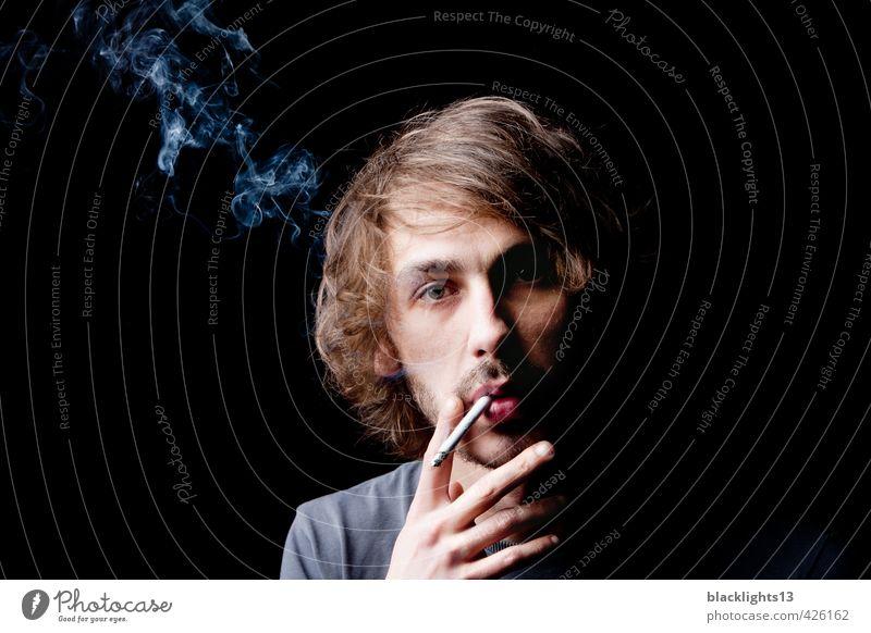 Eine Zigarette rauchen Lifestyle elegant Stil Gesundheit Rauchen Rauschmittel maskulin Junger Mann Jugendliche Erwachsene Leben Mund Lippen Hand 18-30 Jahre