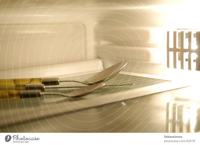 Besteck im Freezer kalt Häusliches Leben Zitrone Gabel Löffel Kühlschrank