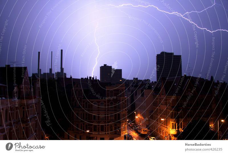 Die Narben Des Himmels Nachthimmel Horizont Sommer Wetter schlechtes Wetter Unwetter Gewitter Blitze Hannover Stadt Stadtzentrum Skyline Menschenleer Haus