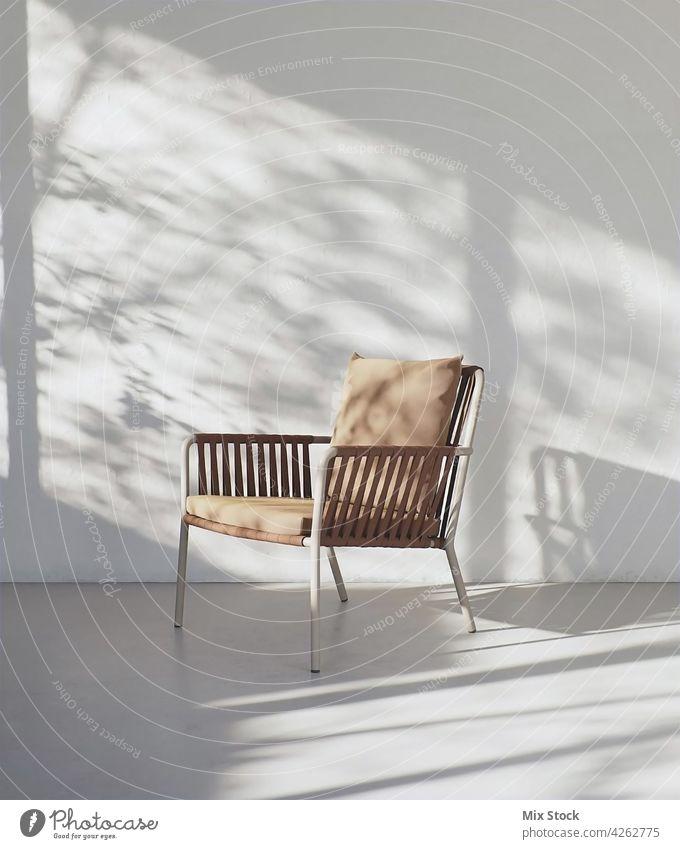 3D-Rendering von schönen modernen Stuhl in Innenraum. Appartement Armsessel Hintergrund braun Business klassisch Kaffee Komfort bequem Zeitgenosse Liege Dekor