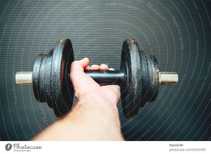 die Hantel schwingen Krafttraining Mann Hand Sport fit Fitness Muskeln sportlich Sportler stärke stark