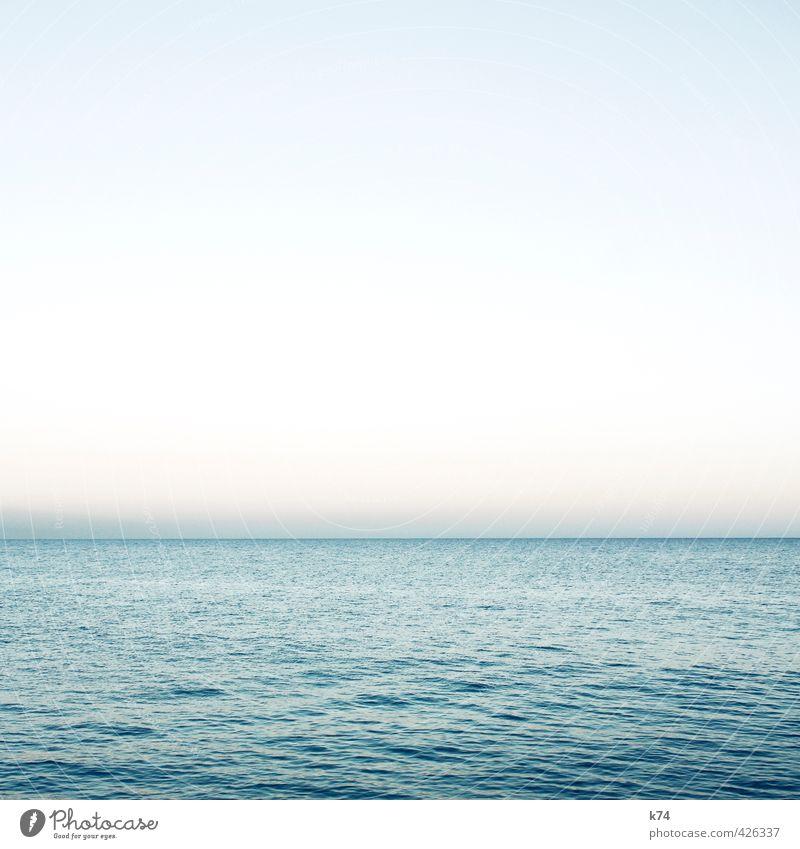 seascape Landschaft Wasser Wolkenloser Himmel Horizont Schönes Wetter Meer leuchten frei frisch Unendlichkeit schön blau Sehnsucht ästhetisch Gelassenheit